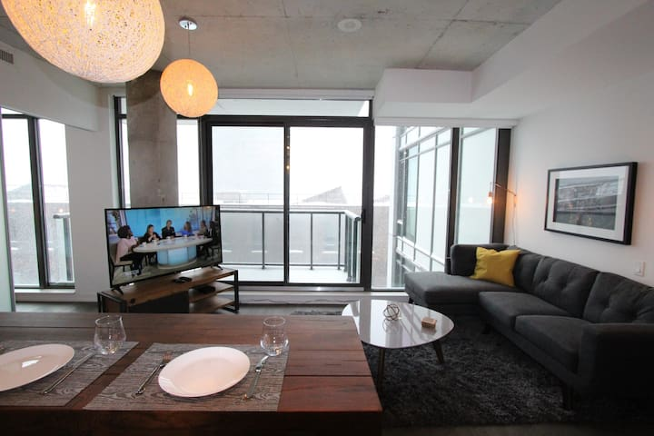Awesome Location, Funky Space