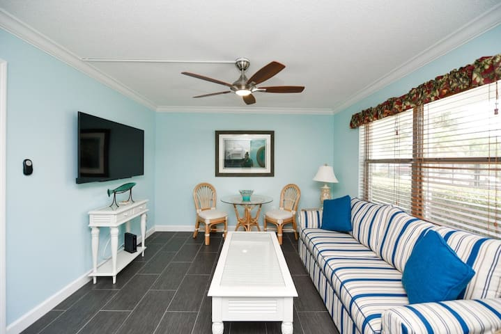 1 Bedroom condo steps from the sand Gulf Holiday