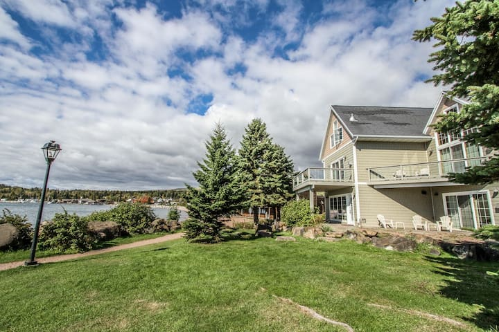 Cobblestone Cove Unit 3 is a cozy townhome with great amenities and walking distance to the lighthouse, shops and restaurants in Grand Marais.
