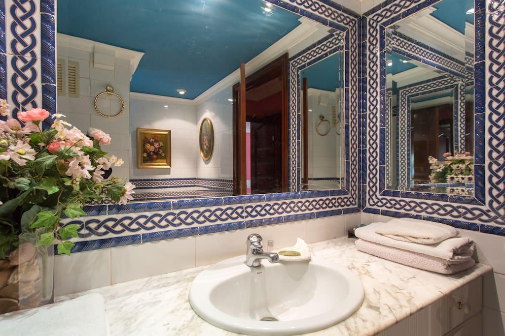 Piso en triana con piscina 6 plazas condomini in affitto for Pisos con piscina en sevilla