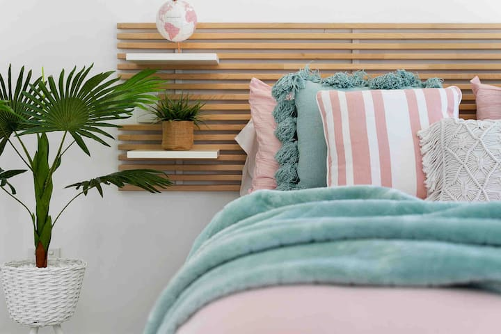 Broadbeach LOCATION, Style & Comfort, POOL, 2Park🏝