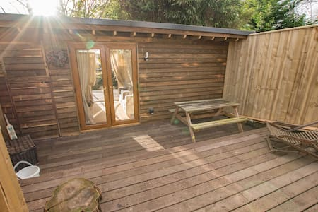 Jar Lodge Accommodation East Devon - Colaton Raleigh - กระท่อม