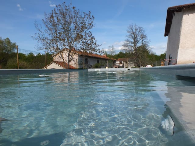 Gite handiaccessible 9p. + piscine handiaccessible - Montverdun - House