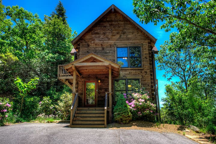 Vali Hi-Luxurious Asheville Timber Cabin ; Spectacular Views, Close to Asheville!