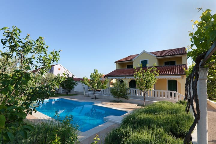 Villa Mirjana - house of beauty - Šibenik - วิลล่า