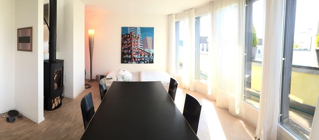 Helle, moderne und offene Wohnung - Bolligen