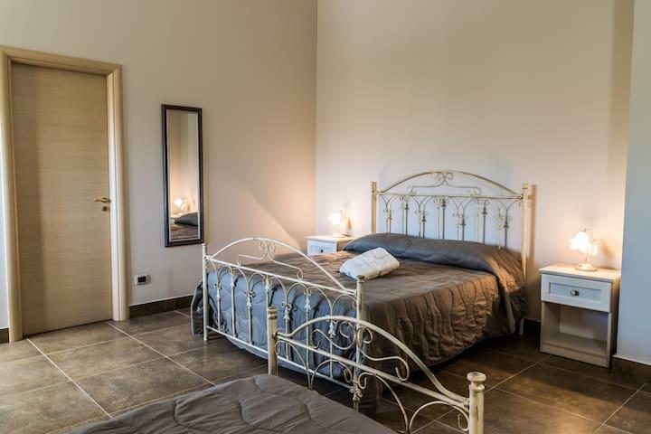 Villa Big Rooms - Camera Familiare Superior