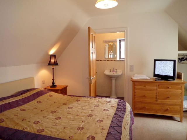 Maybury Cottage Room 1