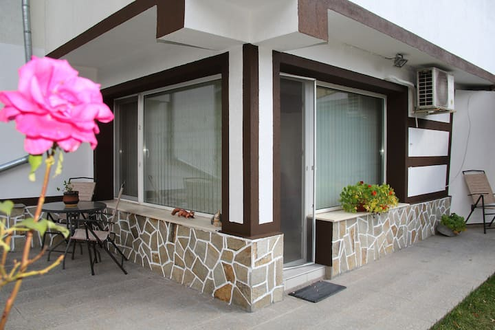 Perelik House