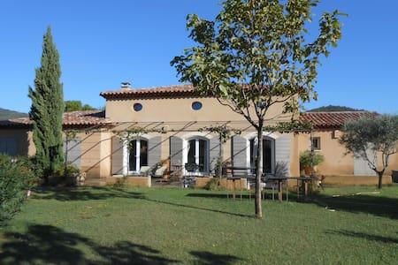 Espace privé dans maison provençale - Saint-Zacharie - Guesthouse