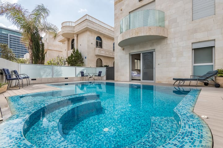 Exclusive Villa with Pool front line Seaview