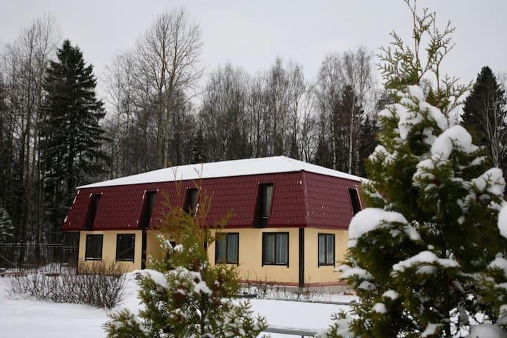 Большой коттедж - Vysotsk - Dům