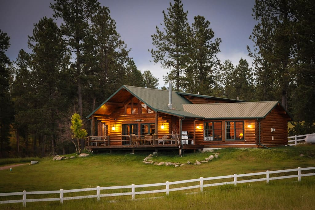 Log home surrounded by forest cabins for rent in custer for Cabins near custer sd