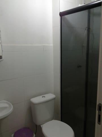 Apartamento aconchegante para casais e solteiros