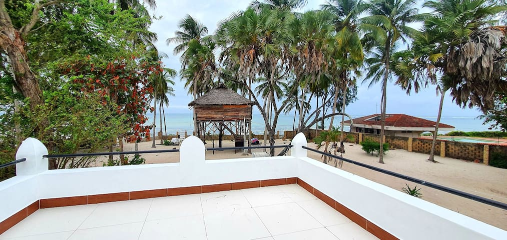 2Bed Private Beachfront  Cottage in Mombasa
