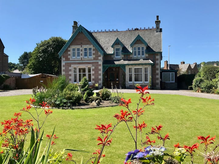 Laird's Lodge, Inverness (Luxury 8 bedroom villa)