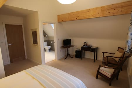 Large double bedroom with en-suite. - Bourton-on-the-Water - Haus