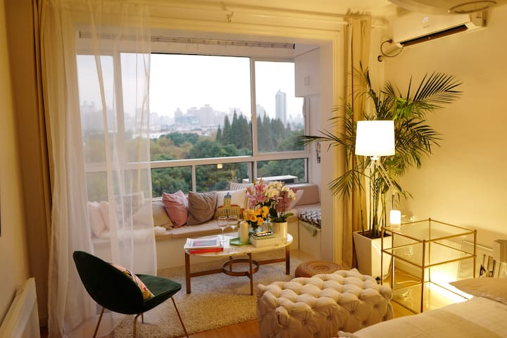 """French Concession""Amazing Parkview Downtown Apt"