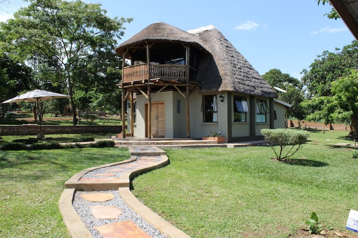 Hilltop Cottage home away from home - Kampala - Hus