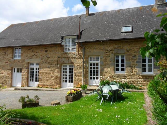 Gîte à la campagne - Savigny-le-Vieux - Casa