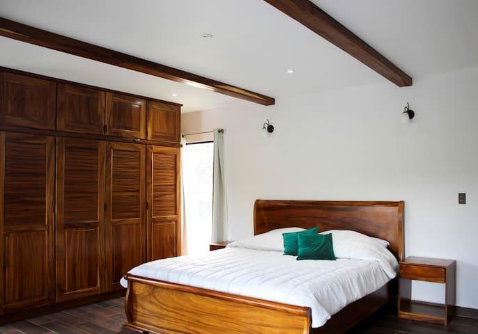 Habitación principal -  cama King size. Segundo piso