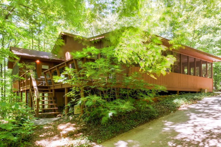 Lake Hiwassee Cabin w/Water Views - 1 Mi to Marina