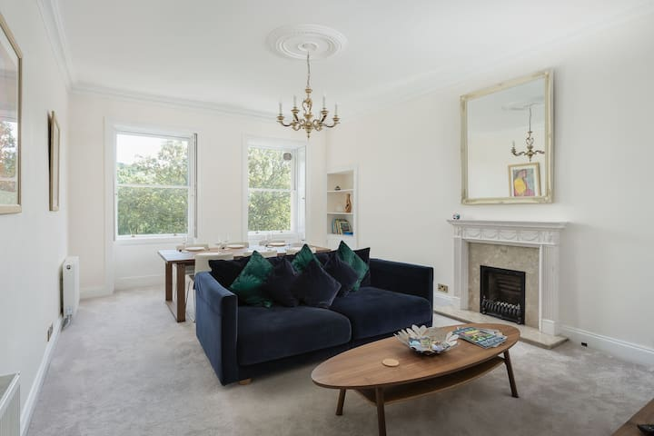 2 Bedroom Georgian Apartment in the heart of Bath