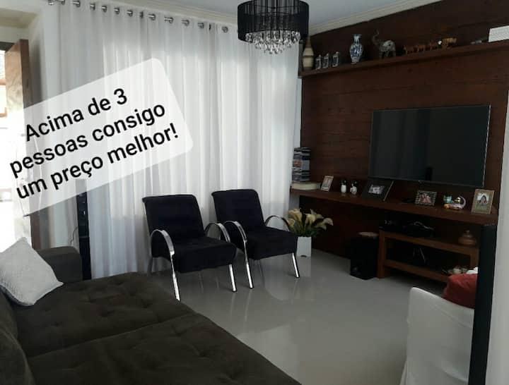 Casa Claudia c/ar nos quartos e garagem p/ 2 carro