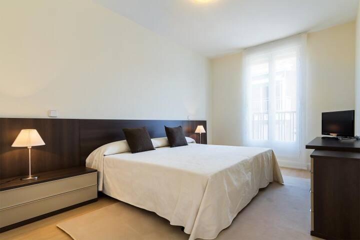 BBC Rooms Barajas (Baño Privado) - Madrid - Apto. en complejo residencial