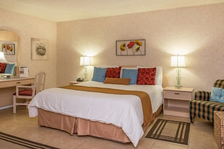 Inn at Deep Canyon - Palm Desert - Bed & Breakfast
