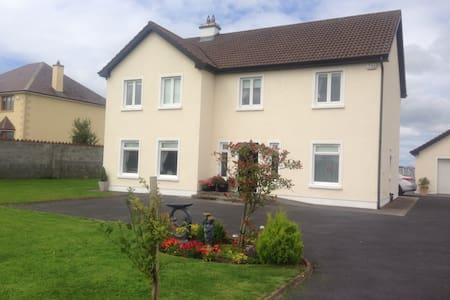 Very, clean, cosy, double room - Claregalway  - Hus