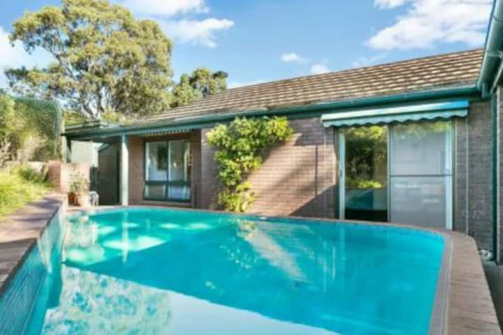 Adelaide foothills. City views with pool
