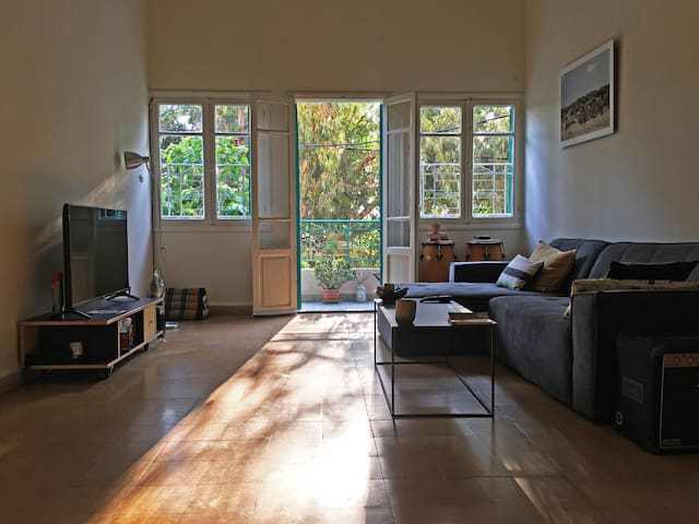 Cozy & Sunny room in the heart of Mar Mikhael!