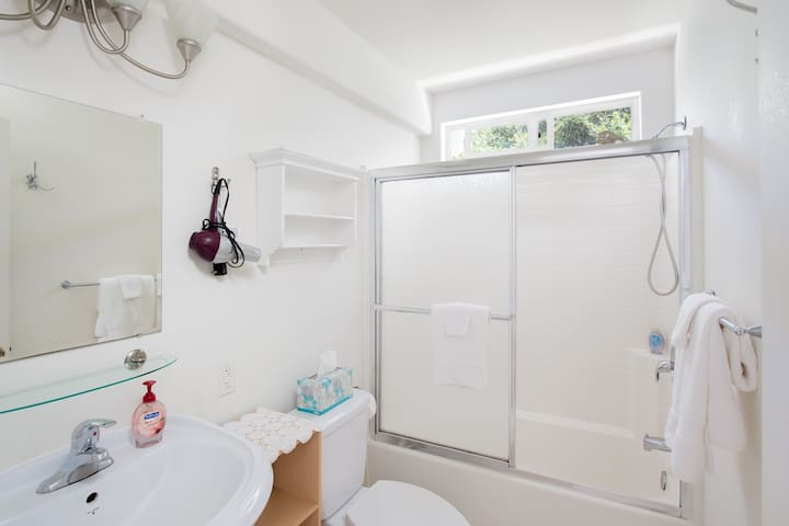 Full bath with hairdryer supplied.