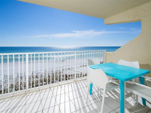 Beach Front Condo, Spectacular Views