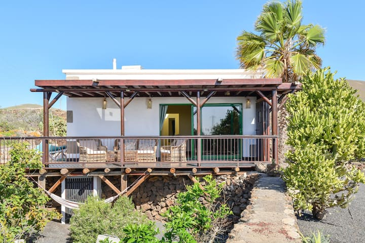 "Holiday Home ""Casa Uva"" with Mountain View, Garden, Terrace, Air Conditioning & WiFi; Parking Available"