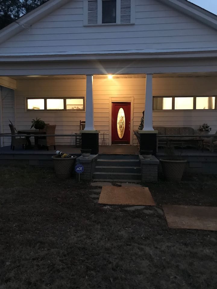 Front Covered Furnished Porch for family or individual Relaxing moments