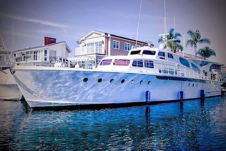 Aviator designer luxury 100ft Yacht - Marina del Rey - Boot