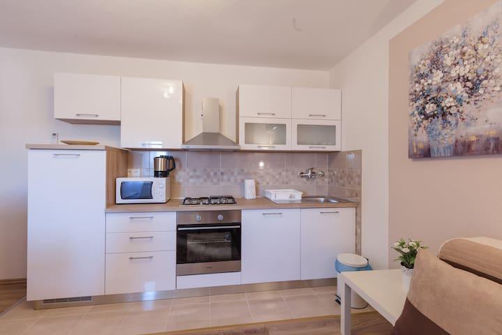 Iris Room & Apartment (Apartment)