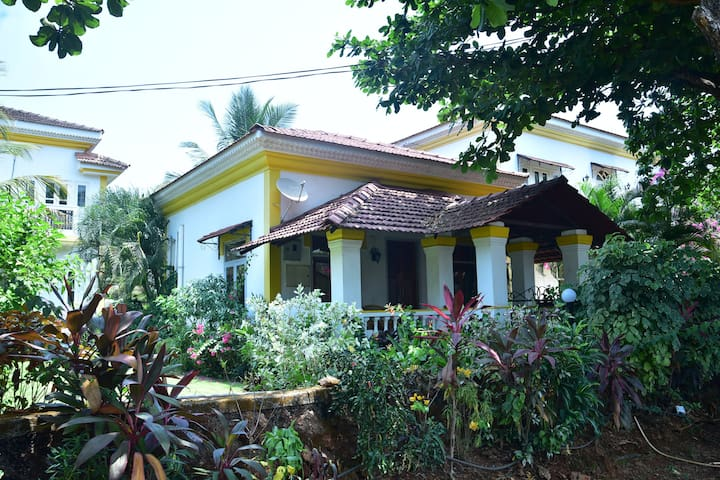 Cozy Villa with Swimming Pool in Goa