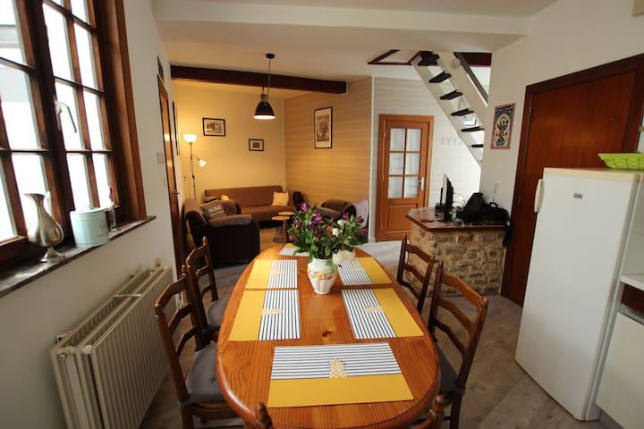 Petite maison de 3 chambres au pied du Château