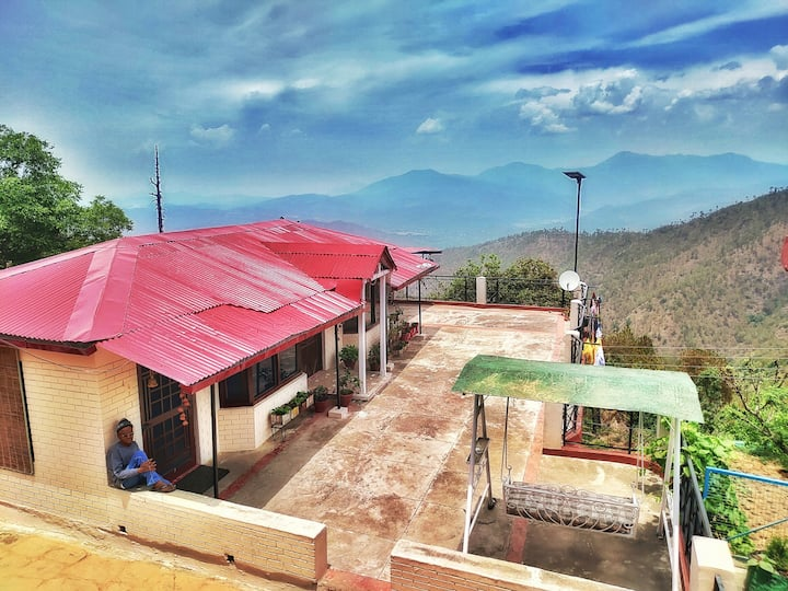 Private Room in homestay + Himalayan views + Meals