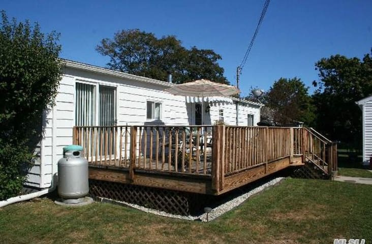 Perfect stay near wineries & beaches in Southold