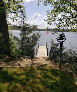 Peaceful & 'Pleasant' Lake Retreat on 'The Point'