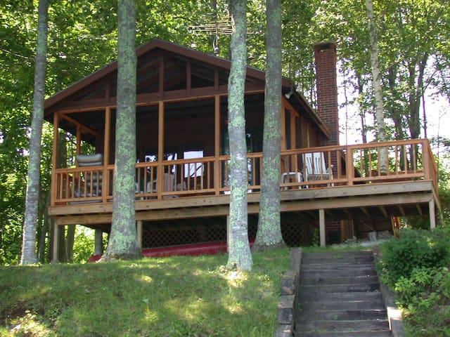 """""""Loon Cottage"""" on Hosmer Pond"""