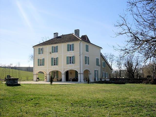 Magnifique maison de 1850, 265 m2 avec piscine.