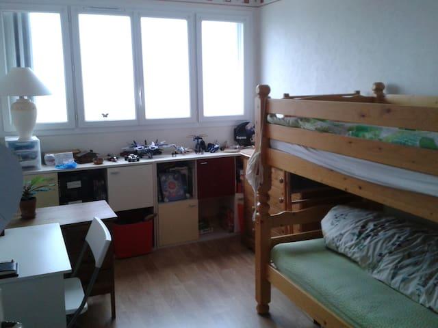 Chambre double couchage, superposés, proche Paris - Les Lilas - Byt