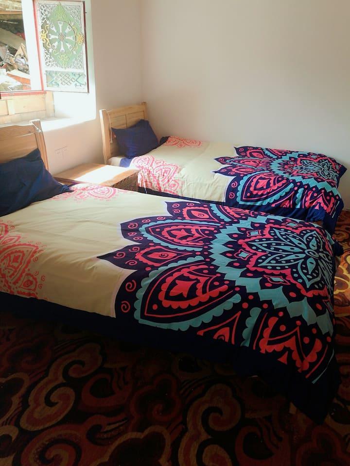 XinDuQiao Tibetan Style Twin Room(2 Twin Beds)