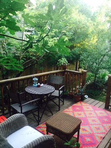 Relax under the fig tree on the side deck