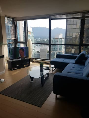 Modern Condo in the Heart of Coal Harbour